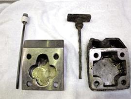 減速機オイルゲージ。右が不具合品、左が応急的に製作したもの